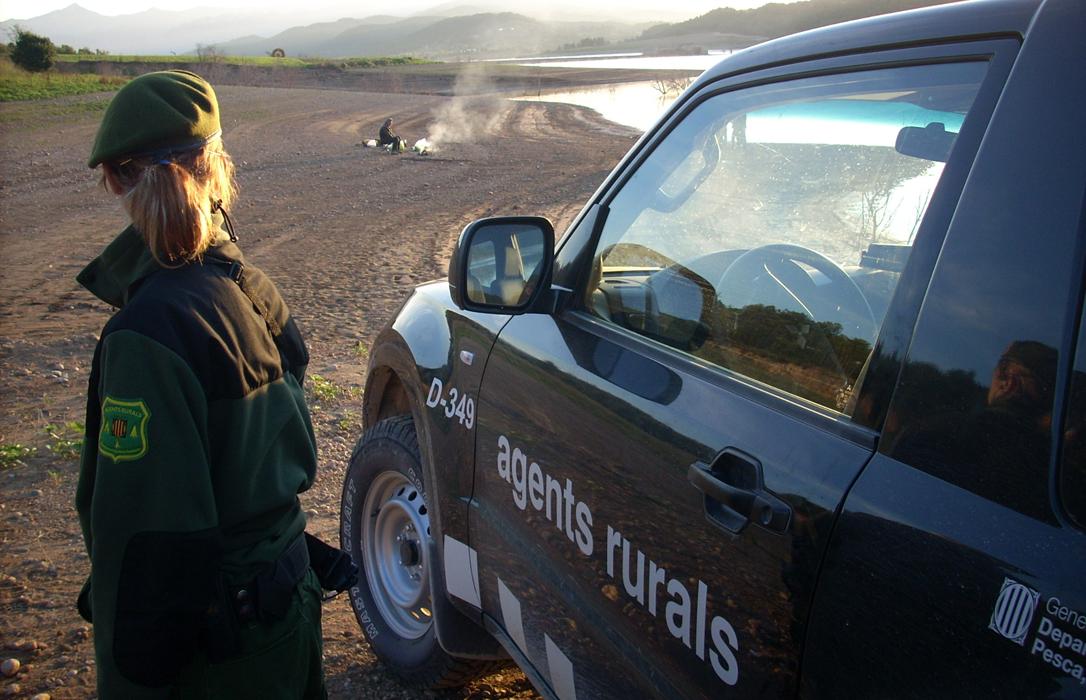 Los agentes rurales comienzan a hacer inspecciones de caza armados y con chalecos antibalas