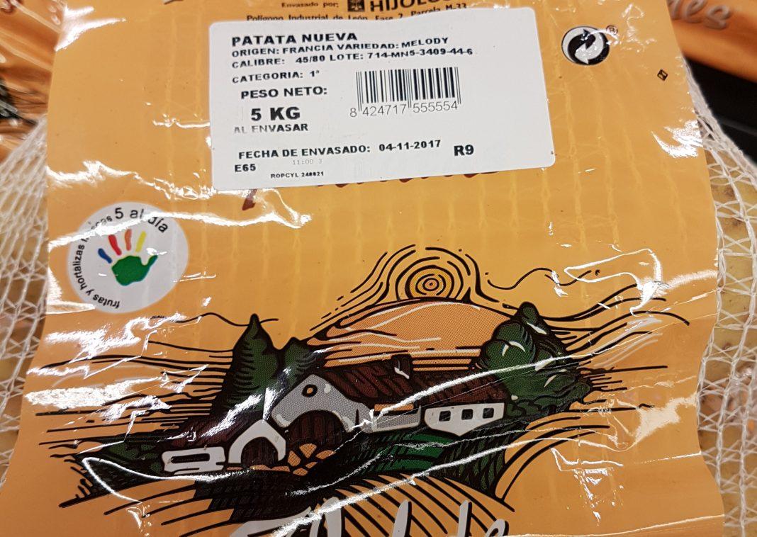 Acusan a la distribución de intentar colar patata francesa por patata española con grandes carteles