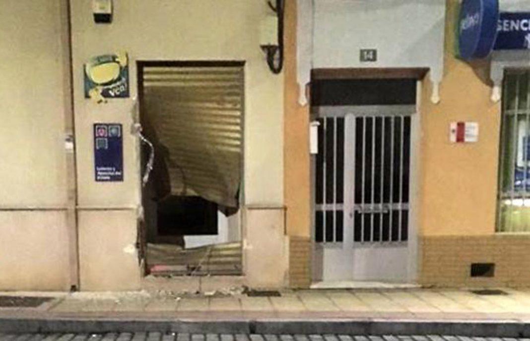 Un jornalero empotra su tractor contra un bar para seguir jugando a las tragaperras