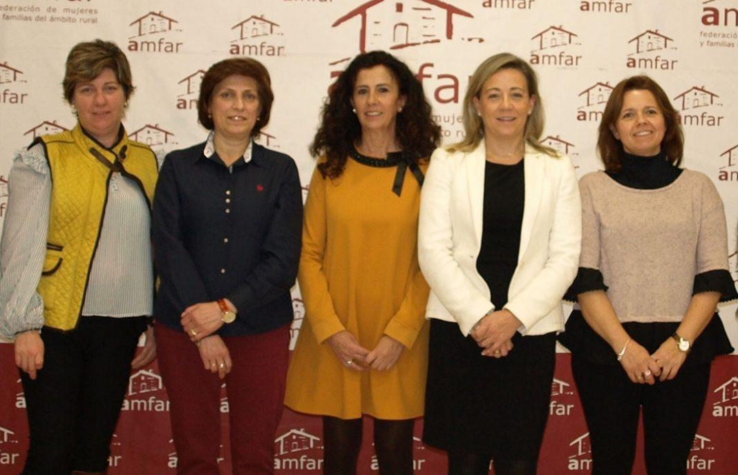 Lola Merino, reelegida presidenta de AMFAR Ciudad Real, se rodea de nueve portavoces