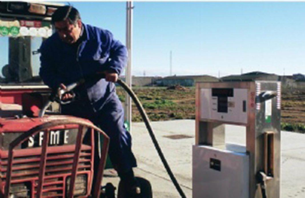 El borrador de las gasolineras incita a que miles de agricultores y el mundo rural se queden sin servicio