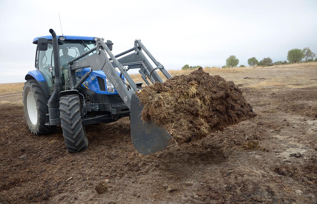 Multan a un ganadero con 9.900€ por un vertido de purines al prohibirlos durante 5 meses al año para contentar a los 'urbanitas'