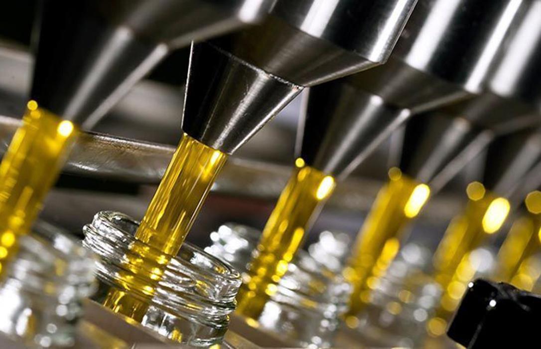 El Ministerio inicia en Bruselas la defensa de autorregulación del aceite planteada por Cooperativas