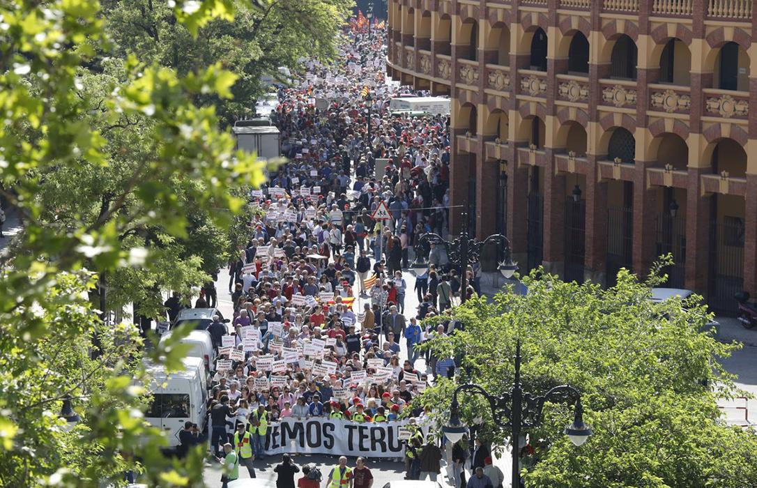 """[Teruel Existe y Huesca Suena] Manifestación en Zaragoza """"Salvemos nuestros pueblos"""" TERUEL-EXISTE-MANIFESTACION"""