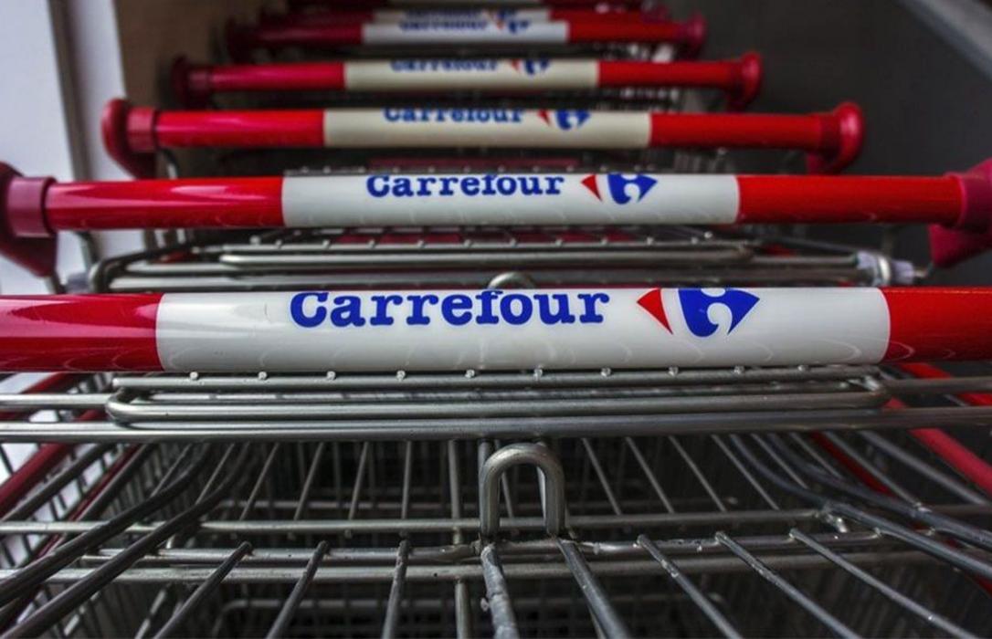 La investigación policial sobre la carne caducada obliga a Carrefour a retirar su marca estrella de jamones