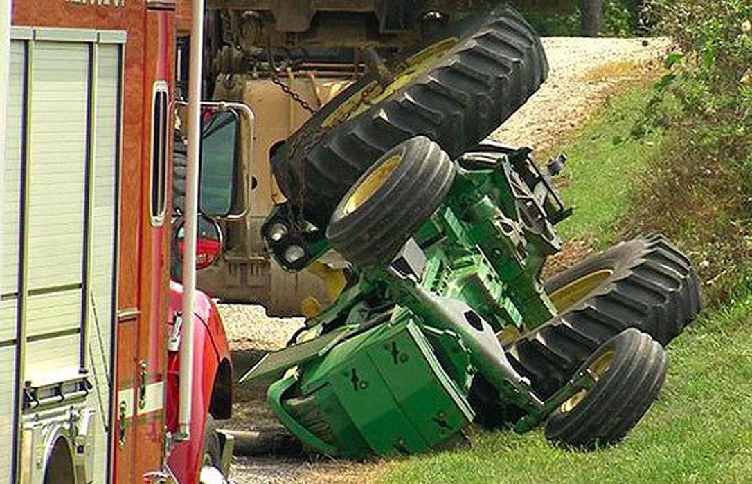 Otro agricultor de 76 años fallece al volcar el tractor cargado que la víctima estaba manejando