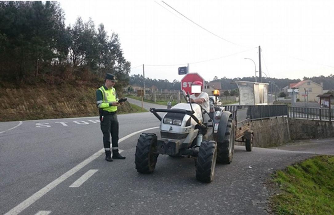 Dos conductores, multados por conducir un tractor en estado ebrio o por consumo de cannabis