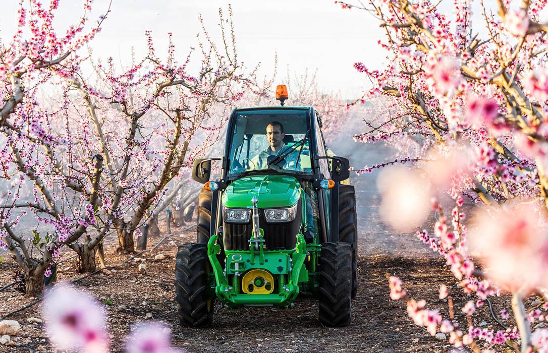 John Deere añade los cultivos especiales a la digitalización y control de costes con su dispositivo SCG