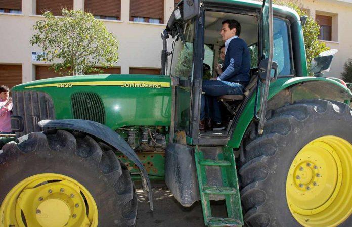 Rivera se llevará su tractor al Congreso con la única mujer agricultora elegida en las elecciones