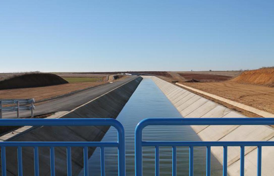Un acuerdo desconvoca la protesta por prohibir la utilización del Canal Bajo de Payuelos para la campaña de riego