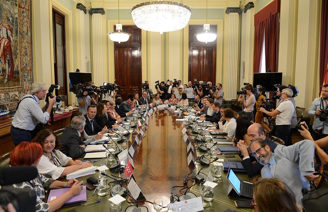 Gobierno y CCAA se unen contra los aranceles de EE.UU. y exigen firmeza a la UE en su defensa