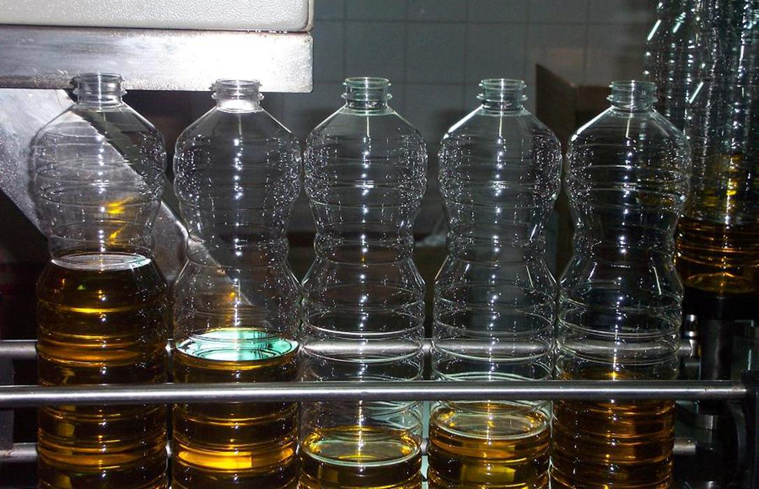 Las empresas envasadoras vendieron 321 millones de litros un 8,3% más de aceite de oliva en la pasada campaña