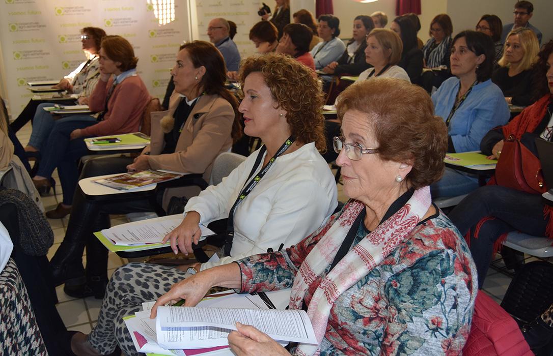 El 23% de las personas socias de cooperativas agroalimentarias en Castilla-La Mancha son mujeres y solo el 8% son rectoras
