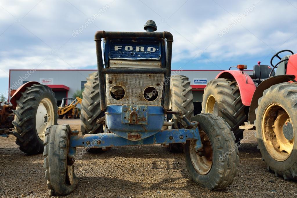 Pide permiso para dejar un tractor en una finca y cuando vuelve descubre que lo han vendido como chatarra