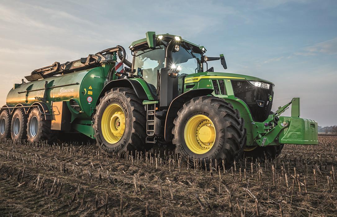 Los nuevos tractores John Deere de la serie 7R: Potencia, agilidad y ahorro de combustible