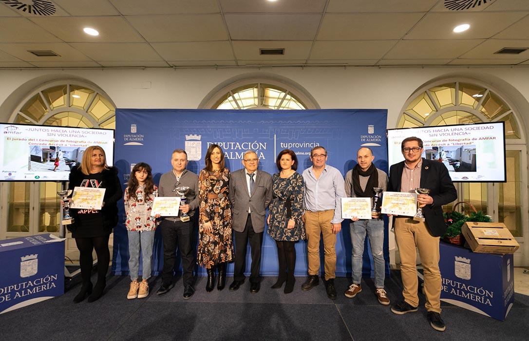 """Amfar entrega los premios a las fotografías ganadoras del concurso """"Juntos hacia una sociedad sin violencia"""""""