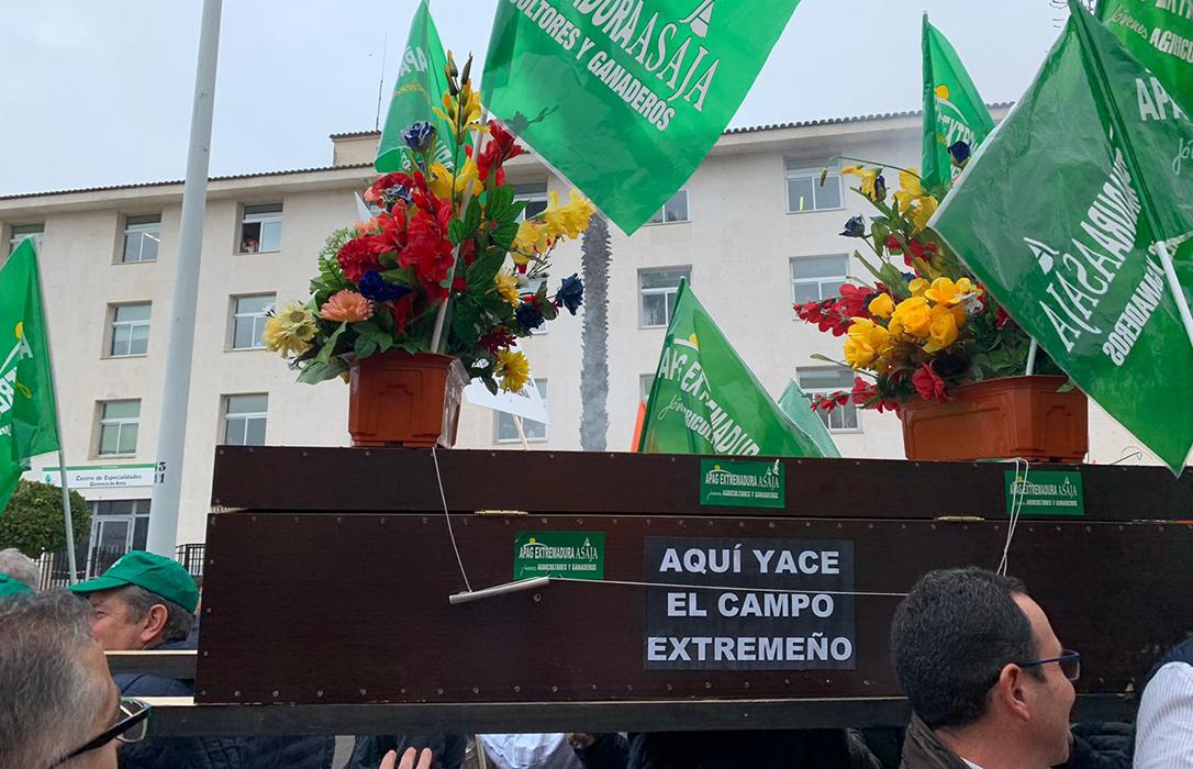 APAG Extremadura: Los únicos «carcas y terratenientes» son los sindicalistas que siguen anclados en ideas preconcebidas del siglo XIX