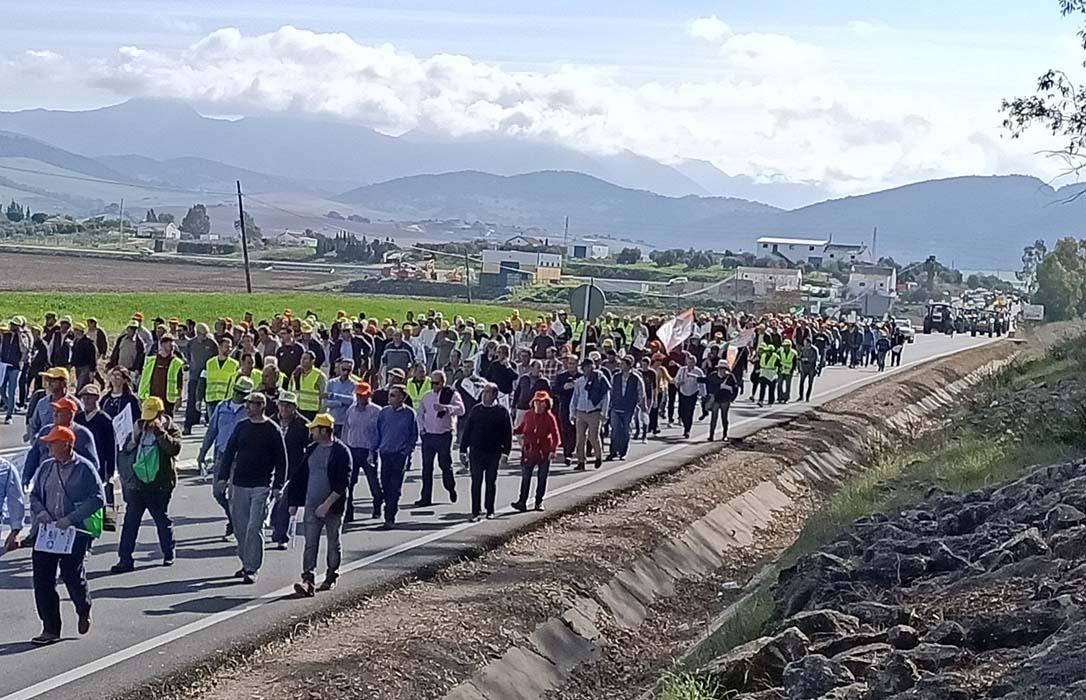 El campo se mueve: Miles de agricultores y ganaderos de Cádiz reclaman «un campo vivo y con futuro»