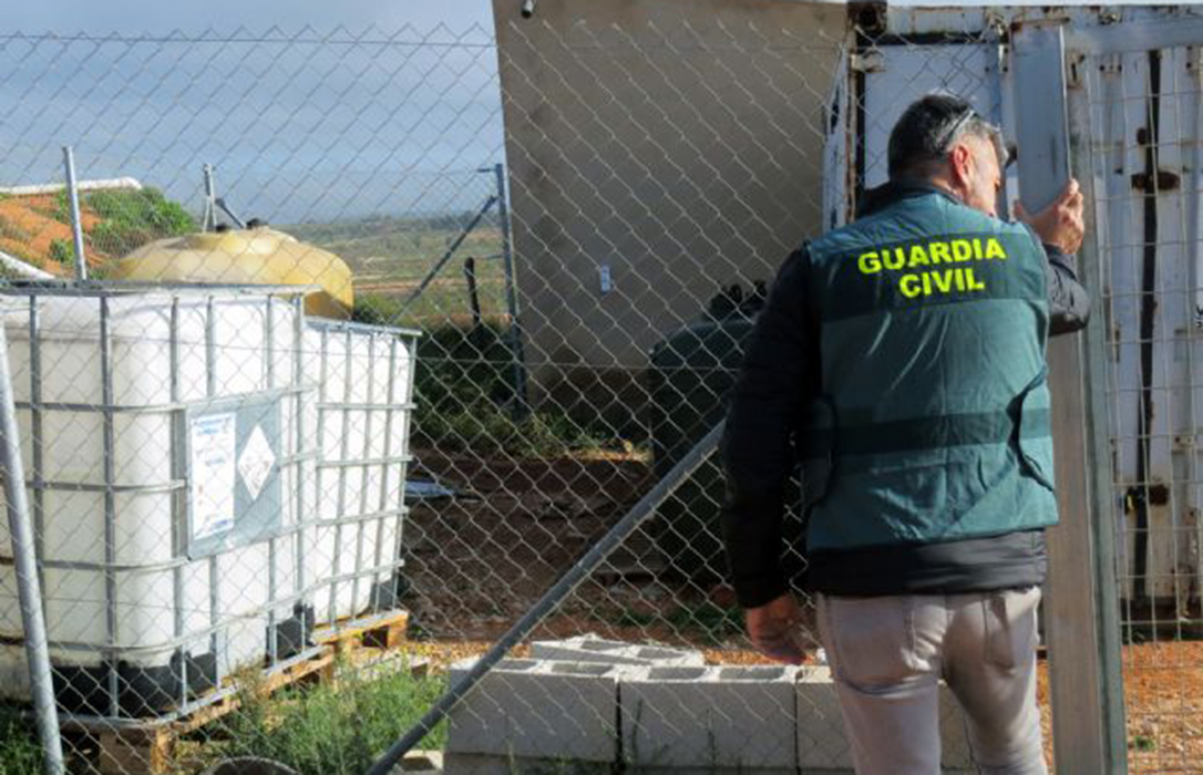 Detenidos dos experimentados delincuentes por la sustracción de más de mil litros de gasóleo bonificado en fincas agrícolas