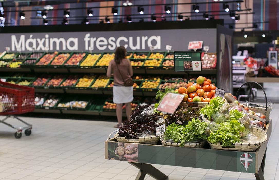 El Gobierno insta a los supermercados a priorizar el producto español de temporada y proximidad en sus lineales