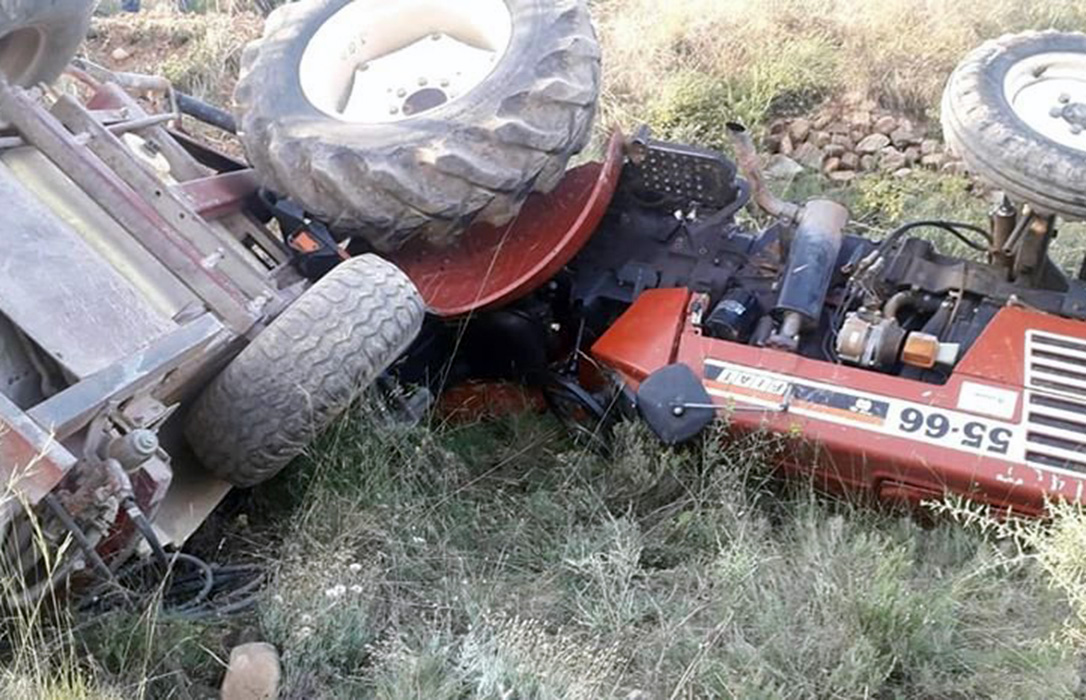 Un muerto y dos heridos de gravedad en tres accidentes con sus tractores cuando trabajan en el campo