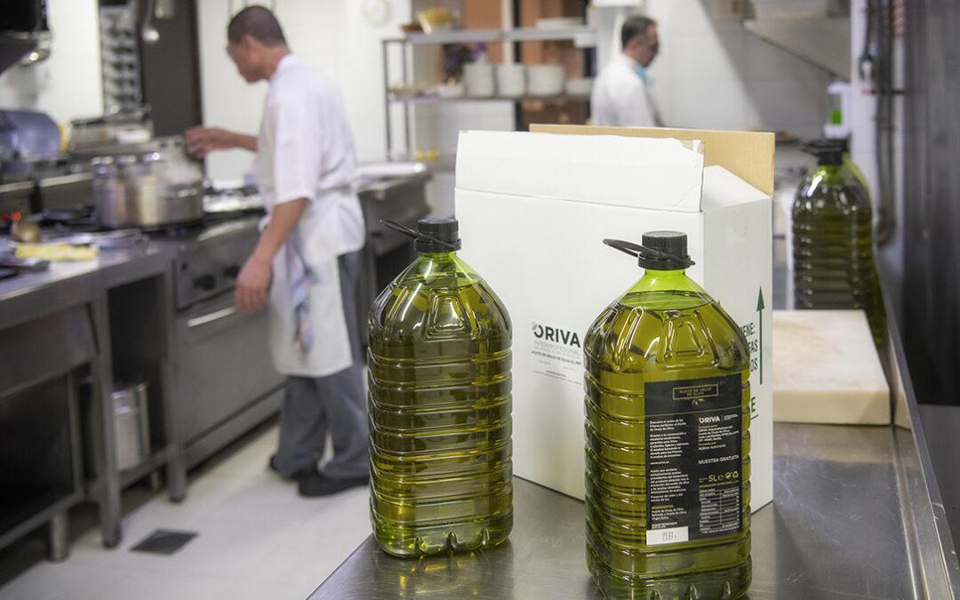 El sector orujero moviliza 190.000 litros de Aceite de Orujo de Oliva para ayudar en su vuelta al canal HORECA