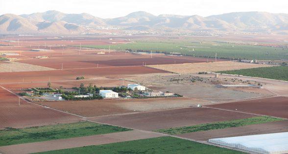 Sorpresa política entre C's y PSOE: No se podrá usar fertilizantes agrarios a menos de 1,5 kilómetros del Mar Menor