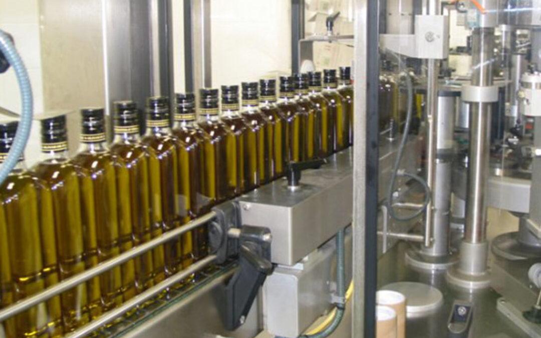 Las grandes aceiteras también se oponen a vender el aceite virgen extra sólo en botella de cristal