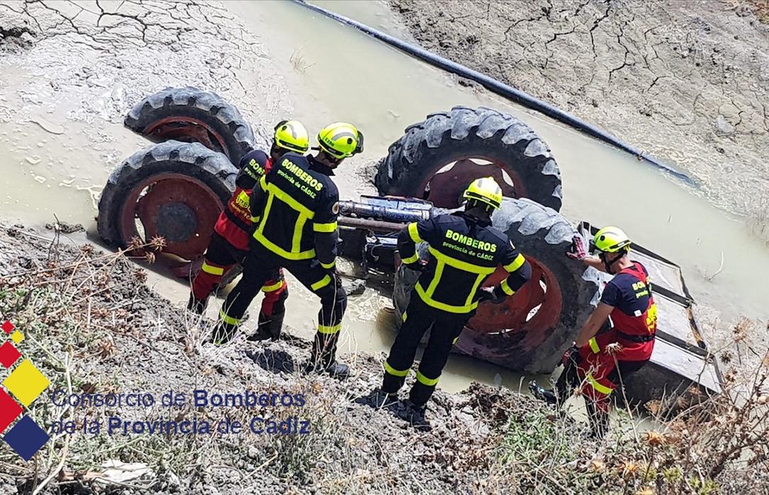 Dos jóvenes agricultores, de 32 y 38 años de edad fallecen en sendos accidentes al volcar sus tractores