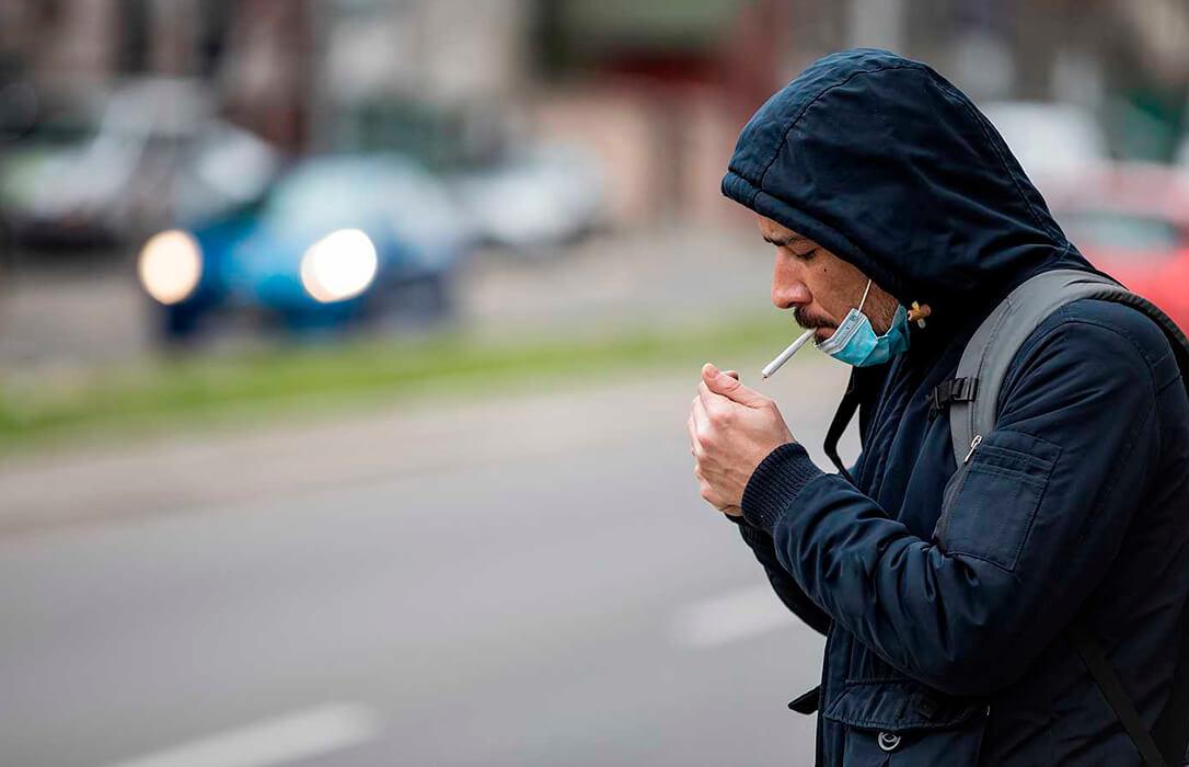 El efecto inesperado del Covid: El sector del tabaco pasa de pedir la PAC a luchar porque no se prohíba fumar en la calle