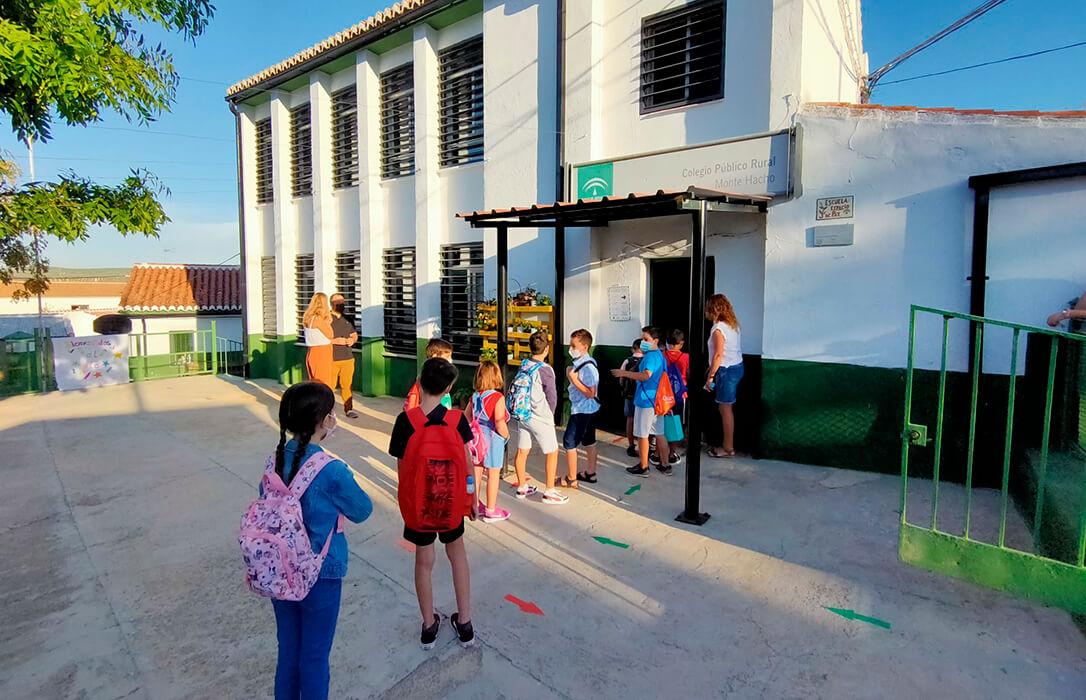 Seguridad con sentido común: El mundo rural ya tiene su propia burbuja y no necesita de otras en las aulas como se exige en las ciudades