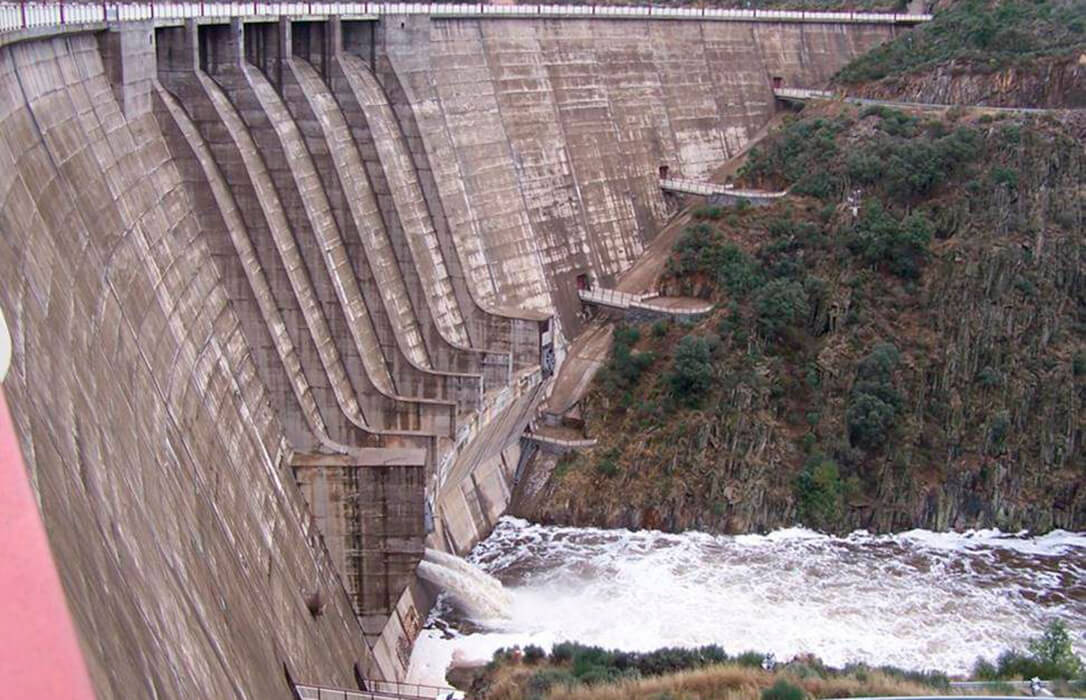 El MITECO activa la construcción de una central hidroeléctrica de gestión pública en la presa de Irueña