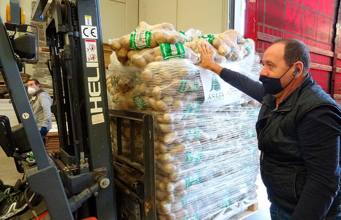 """«Se está ahogado al agricultor y se asfixia al consumidor"""": El precio de la patata es de 8-10 céntimos en el campo y se vende a 1,40 euros"""