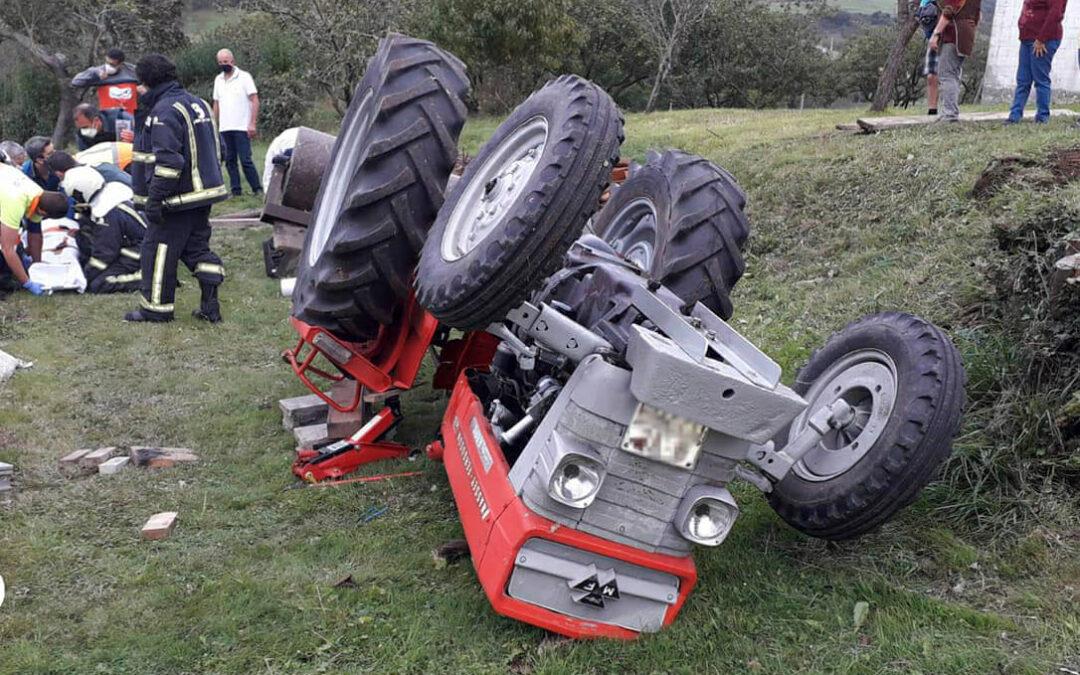 Otro fallecido de 50 años tras quedar atrapado bajo su tractor después de volcar en una carretera local