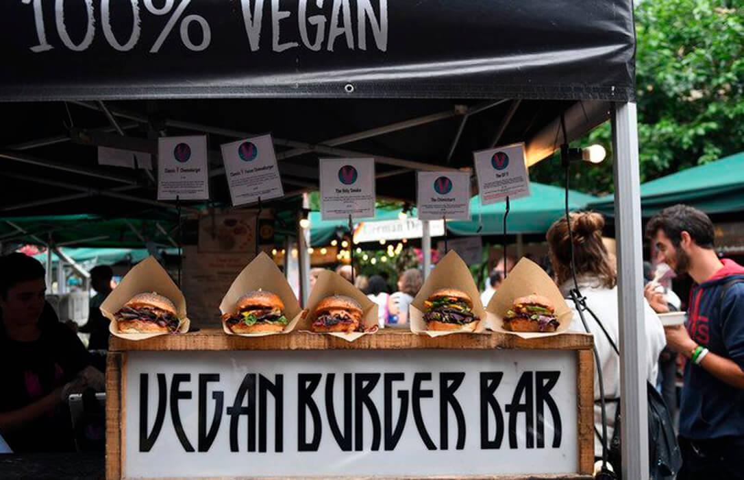 Estricto para unas cosas, flexibles para otras: La Eurocámara salva la 'hamburguesa vegana' y permite esta denominación