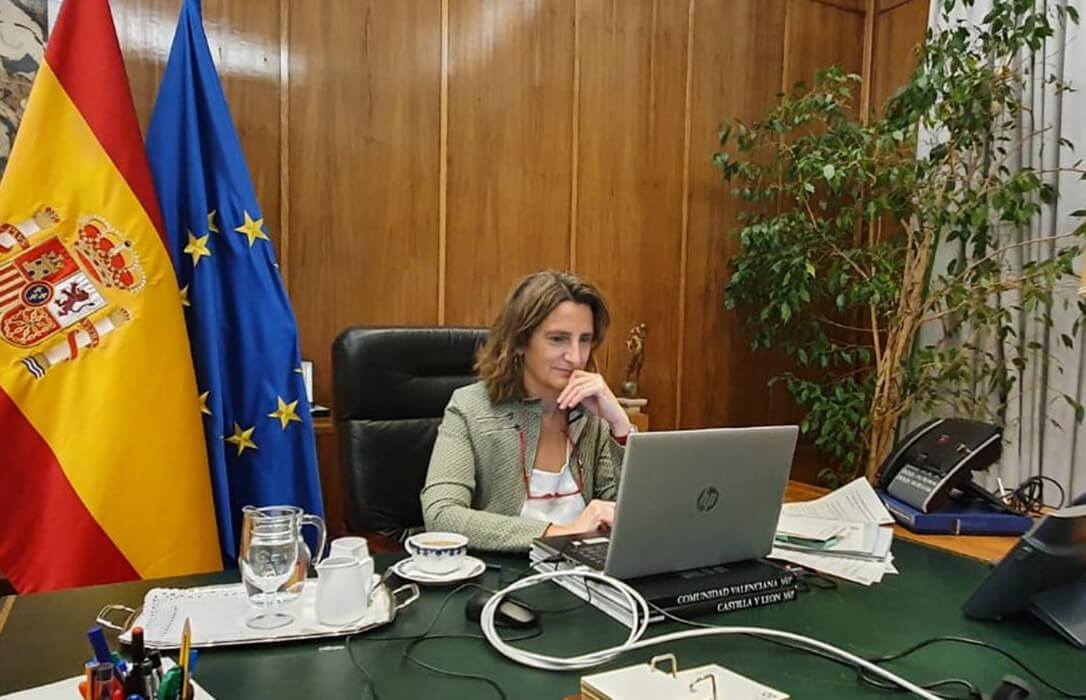 Piden la dimisión de la ministra de Transcición Ecológica por recortar el trasvase otra vez y «hundir en la miseria» al sector