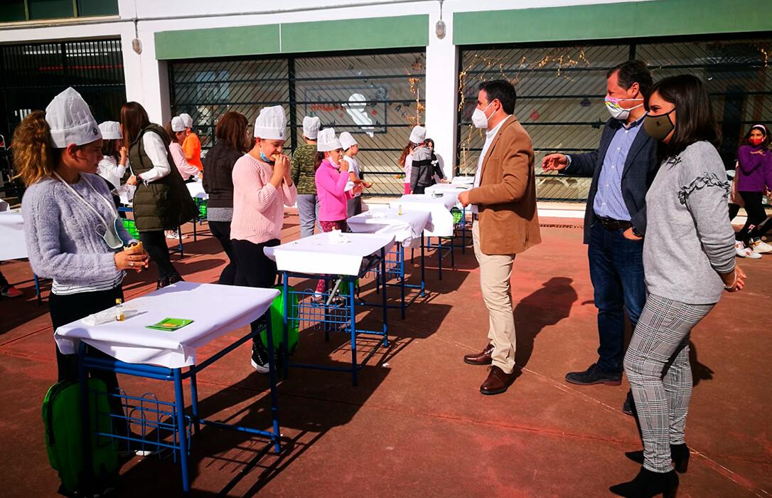 La promoción del consumo del aceite de oliva virgen extra regresa a los colegios con otro desayuno saludable