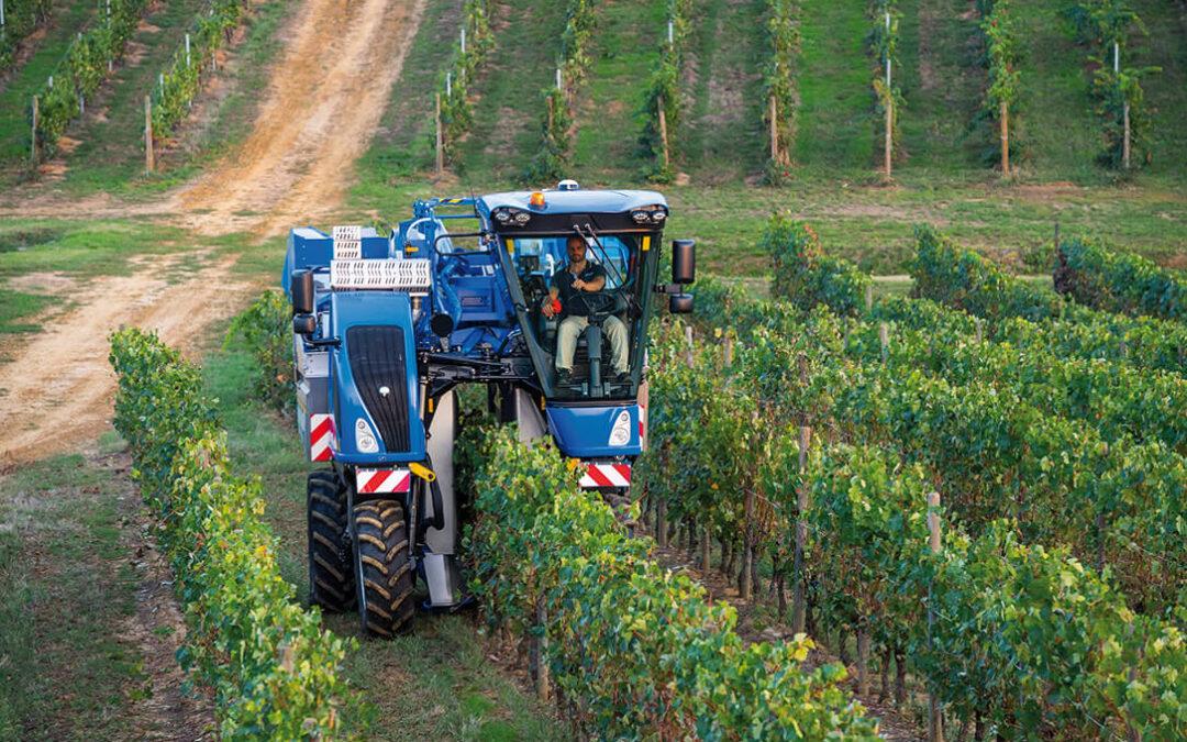 Las vendimiadoras, cosechadoras de olivar y tractores con chasis muy elevados de New Holland Braud certifican su origen europeo