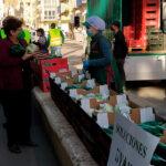 Reparto de productos agrícolas en Almería para protestar por los bajos precios y exigir soluciones a esta crítica situación