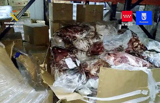 La Guardia Civil detiene a 14 personas e incauta 122.000 kilos de carne caducada o en mal estado dispuesta para su venta