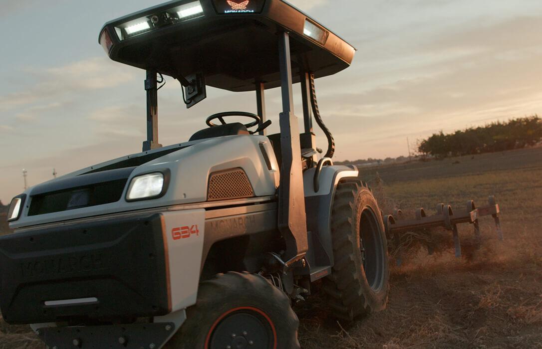 El primer tractor inteligente del mundo que no necesita conductor y trabaja día y noche ya está a la venta por 41.000 euros