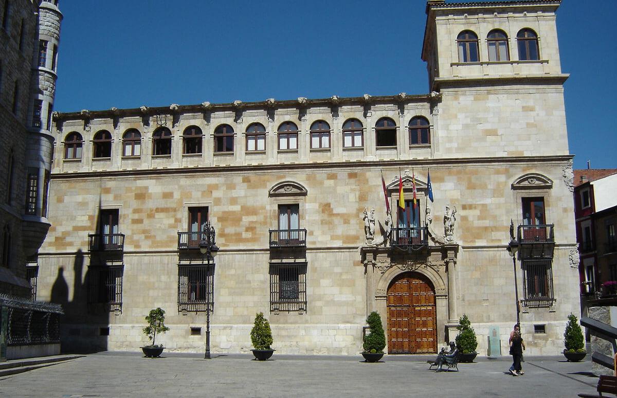 La pugna interna por las ayudas de la Diputación de León acaba en una querella penal contra el secretario general de UGAL-UPA
