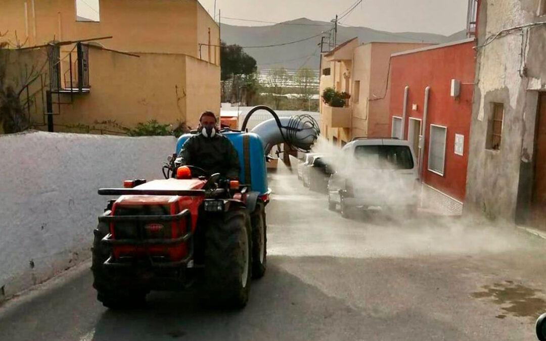 Los tractores solidarios vuelven a salir a las calles para desinfectar los pueblos ante el repunte de la tercera ola