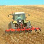Según un estudio, el suelo de cultivo retiene más agua si se evita el laboreo y la siembra directa en secano es más efectiva hidrológicamente 1