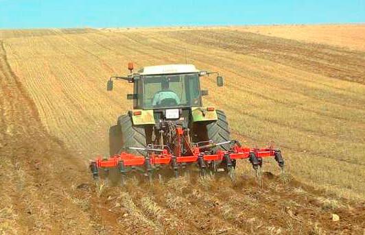 Según un estudio, el suelo de cultivo retiene más agua si se evita el laboreo y la siembra directa en secano es más efectiva hidrológicamente