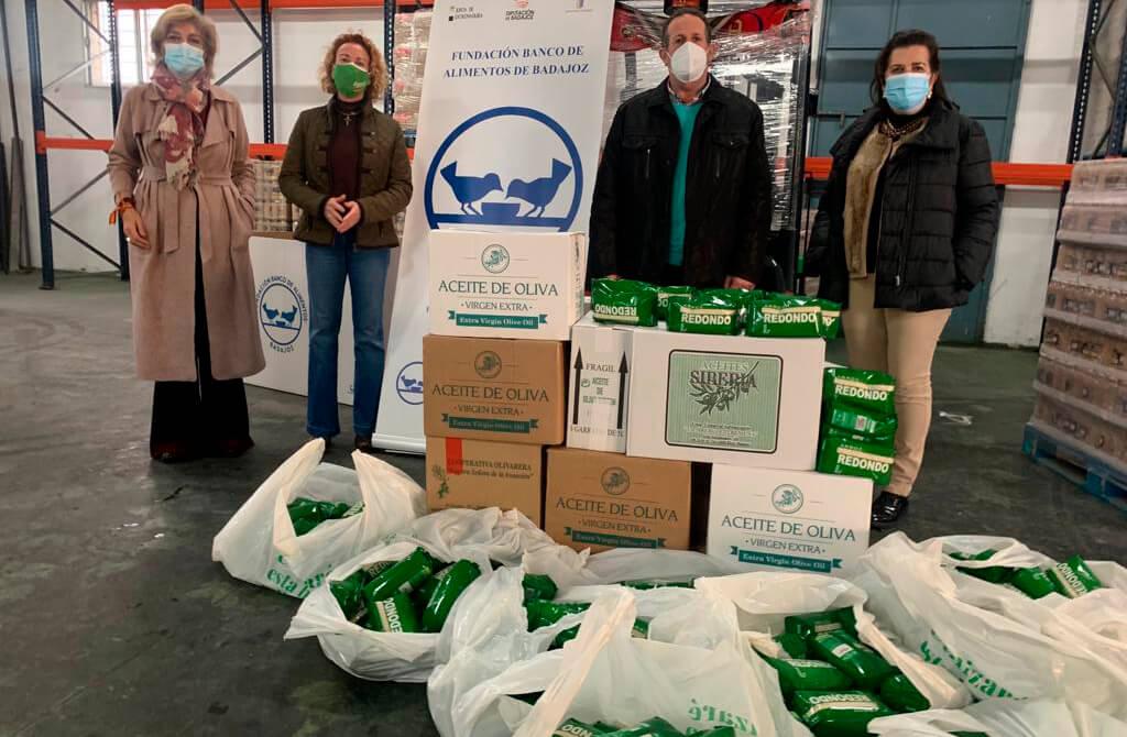 Continúa la solidaridad del campo: Entrega 234 litros de aceite y 200 kilos de arroz al Banco de Alimentos