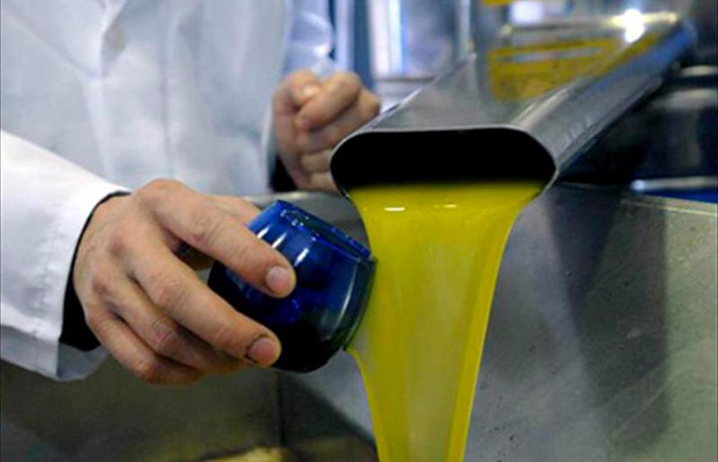 El BOE formaliza la armonización del panel de cata y permite la retirada de aceite de oliva ante un exceso de oferta