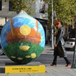 Ocho limones gigantes de dos metros inundan de color y sabor el centro de Murcia con la exposición de arte urbano Lemon Art 1