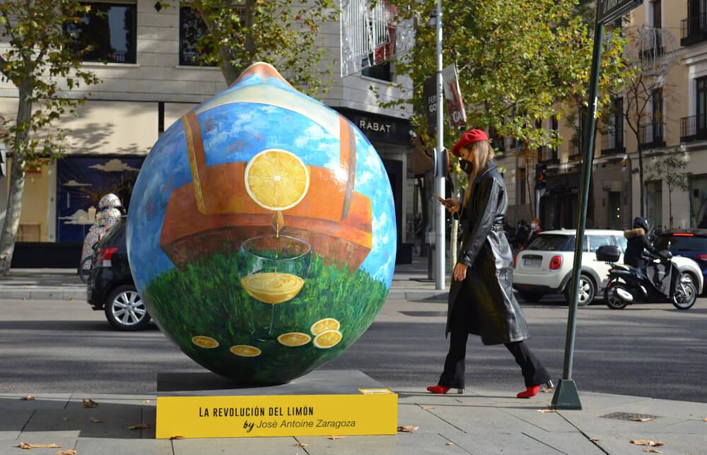 Ocho limones gigantes de dos metros inundan de color y sabor el centro de Murcia con la exposición de arte urbano Lemon Art