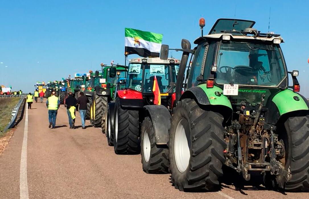 La vuelta a la movilidad se concreta en una gran tractorada de Extremadura hasta Madrid para protestar ante Planas y Pablo Iglesias